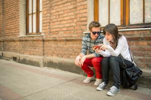 kids-phone-street